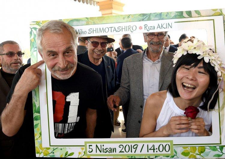 Oyuncu Rıza Akın, Adana'da Portakal Bahçesinde Evlendi