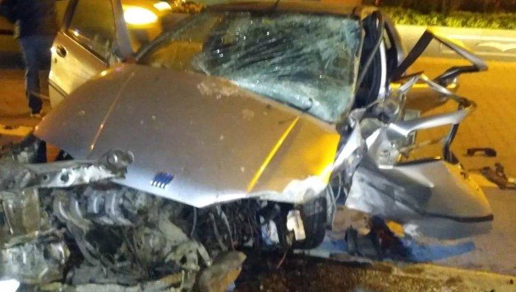 Otomobil Refüje Çarptı: 1 Ölü, 2 Yaralı!