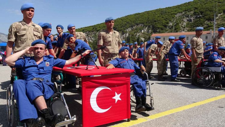 Engelliler Asker Oldu, Aileleri Gururlandı!