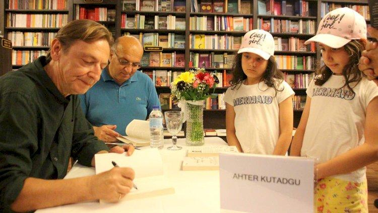 Ahter Kutadgu, Kitaplarını İmzaladı...