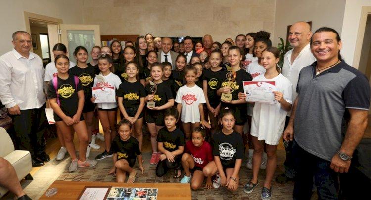 Dansçılar, Şampiyonluk Sevincini Başkanla Paylaştı