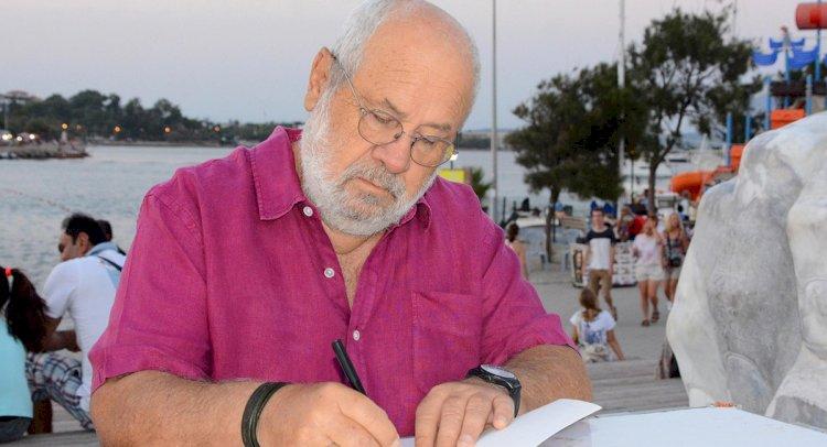 Bülent Ortaçgil, Hayatını Anlatan Kitabı İmzaladı