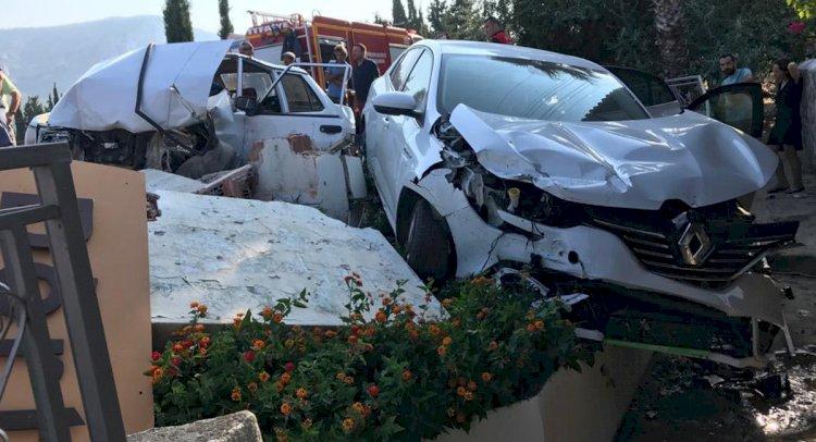 Otomobil Park Halindeki Araca Çarptı: 2 Yaralı!