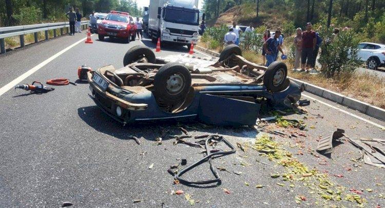 Otomobil Hafif Ticari Araçla Çarpıştı: 1 Ölü, 4 Yaralı!