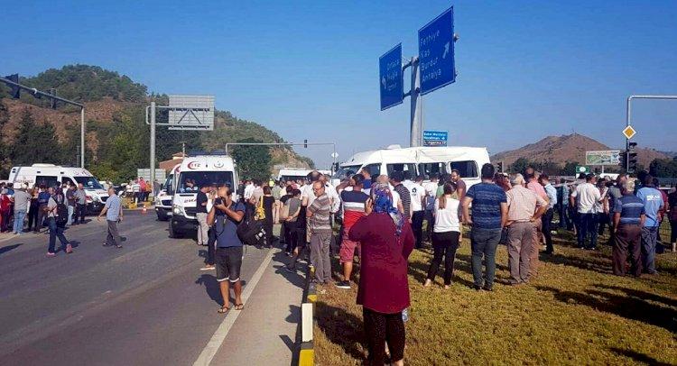 Servis Minibüsü İle Kamyon Çarpıştı: 22 Öğrenci Yaralı!
