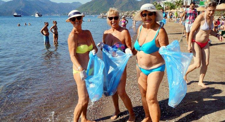 Dünya Temizlik Günü'nde Turistler Çöp Topladı