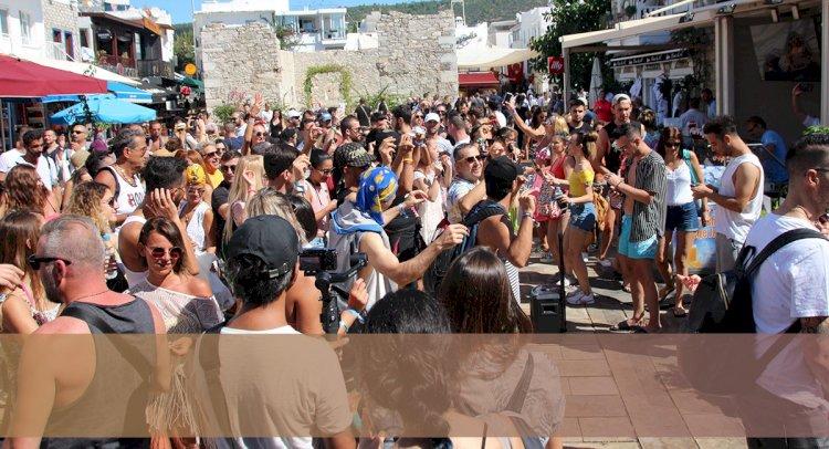 Latin Dans Festivali'nde Renkli Anlar