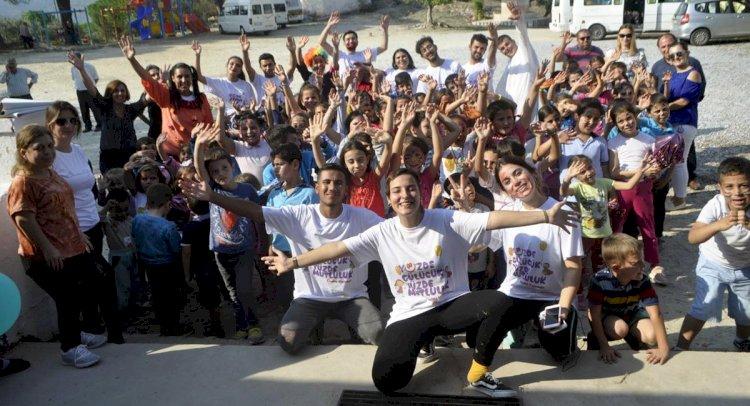 Üniversitelilerden Milas'taki Köy Okuluna Sevgi Eli