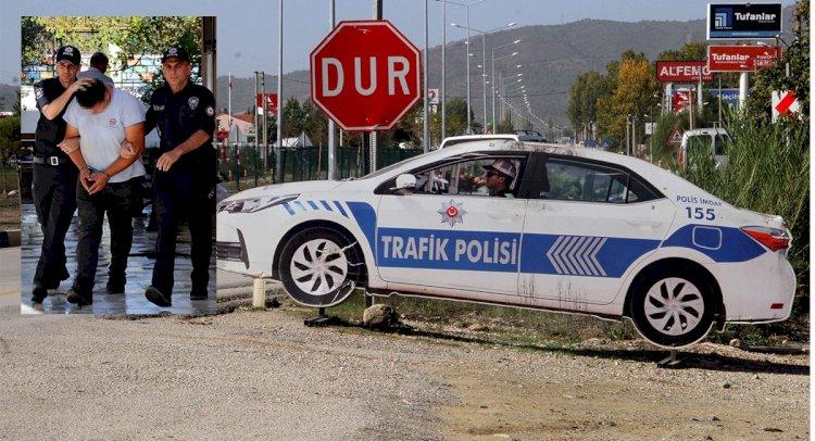 Maket Polis Aracını Soydular!