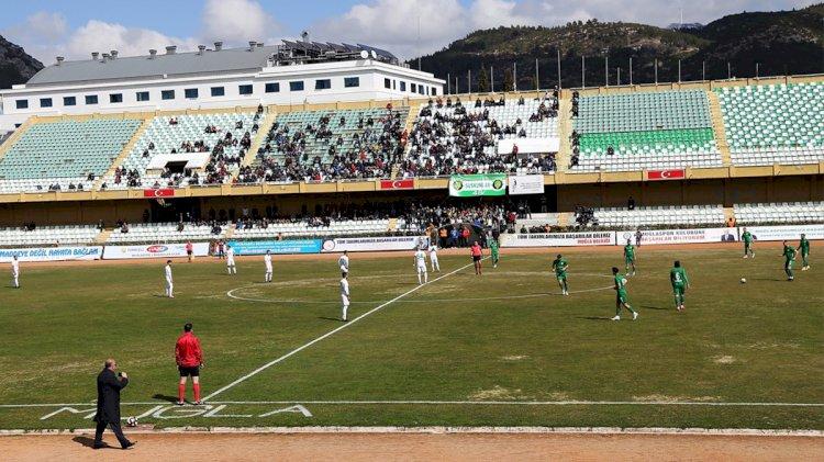 Futbolculardan Maç Öncesi Protesto!