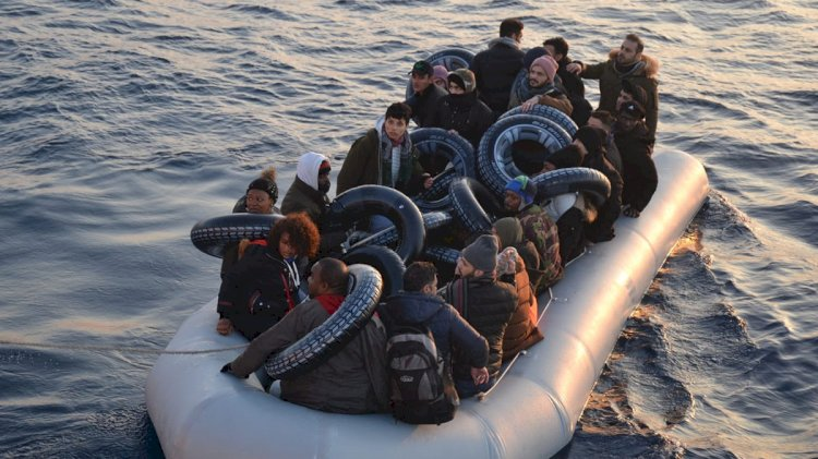 Yunanlılar İtti, Sahil Güvenlik Kurtardı