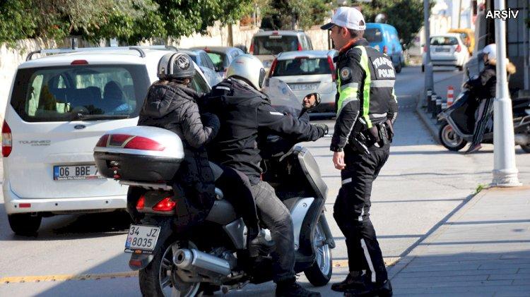Motosiklete 2 Kişi Binmek Yasaklandı!