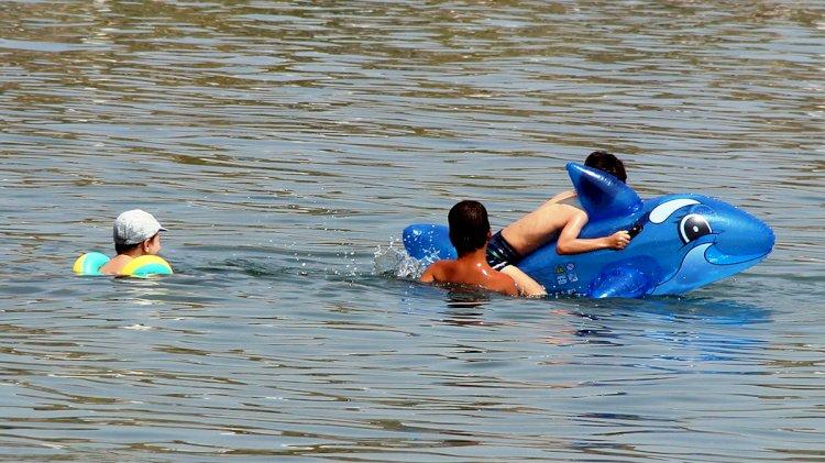 Çocuklar Soluğu Denizde Aldılar...