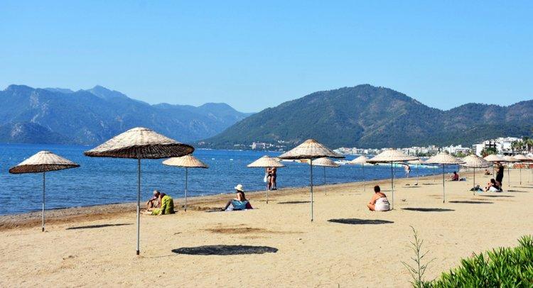 Kısıtlamadan Muaf Tatilcilerin Deniz Keyfi