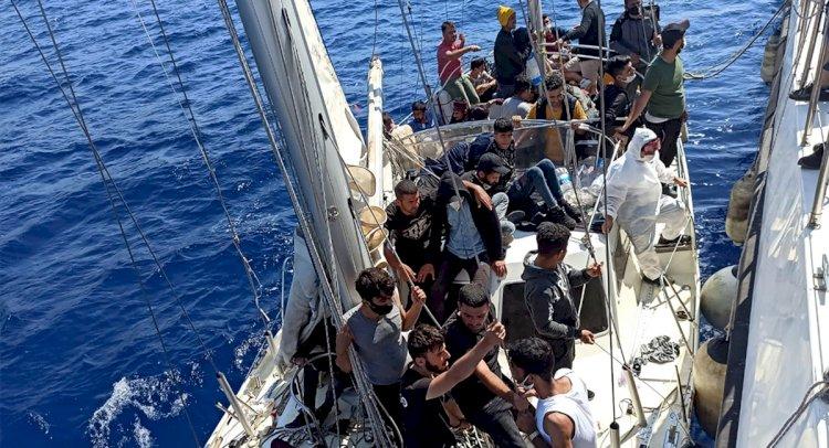 Türk Karasularına İtilen 63 Sığınmacı Kurtarıldı