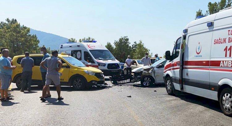 Taksi İle Otomobil Çarpıştı: 6 Yaralı!