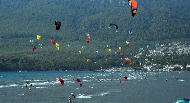 Akyaka Sörf Tutkunlarını Ağırlıyor