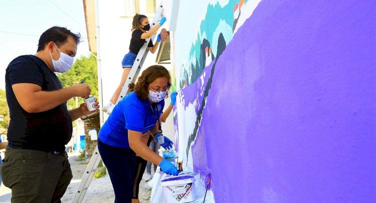 Duvarlar Lavanta Figürleri İle Renkleniyor