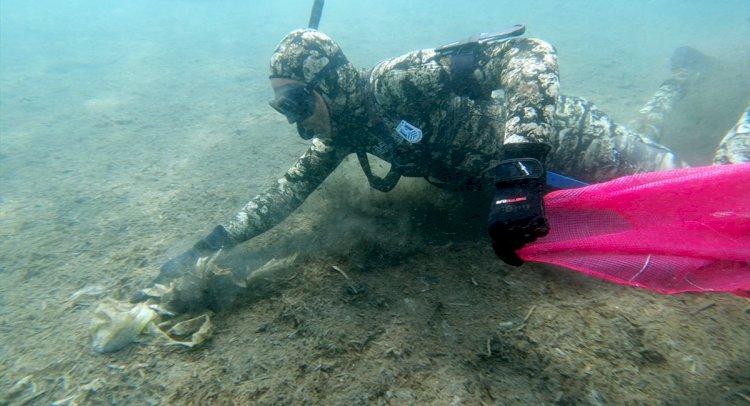 Dalgıçlardan Deniz Dibi Temizliği