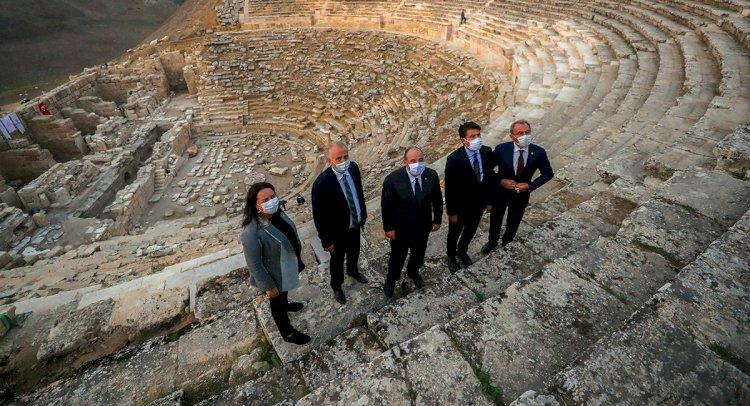 Bakan Varank, Laodikya'da İncelemelerde Bulundu