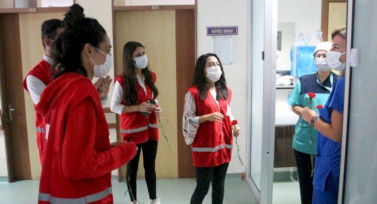 Sağlık Çalışanlarına Karanfil