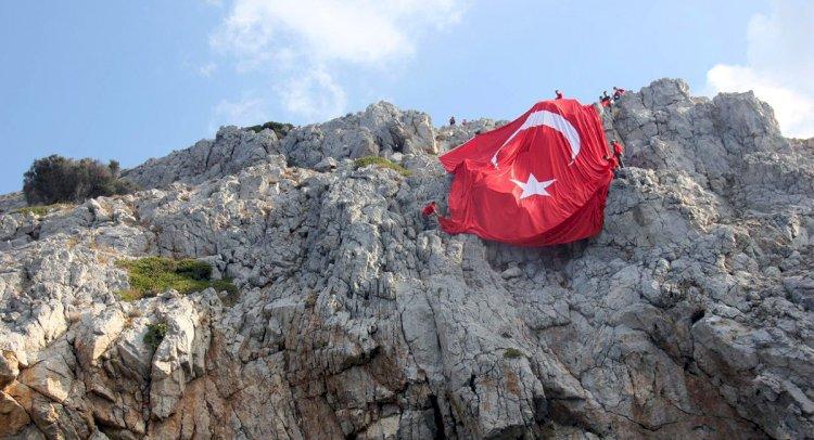 Kiremit Adası'nda Bayrak Açtılar...