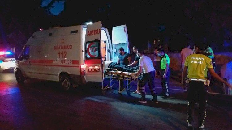 Motosiklet Kaldırıma Çarptı; 2 Yaralı