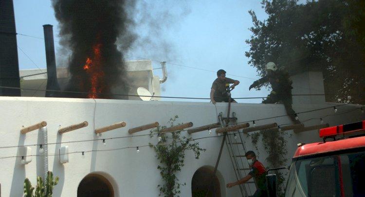 Restoran Çatısında Yangın Çıktı